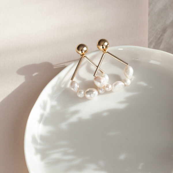Las Perlas Triangle Earrings