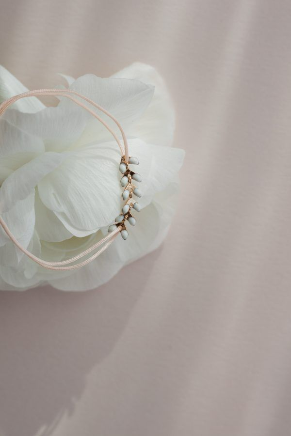 White Leaf Thread Bracelet