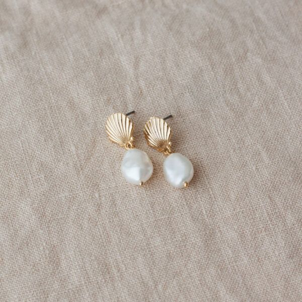Le Petit Coquillage Pearl Earrings