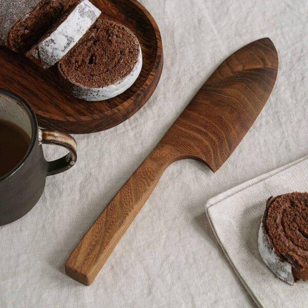 Selwyn House Brown Oak Cake Knife